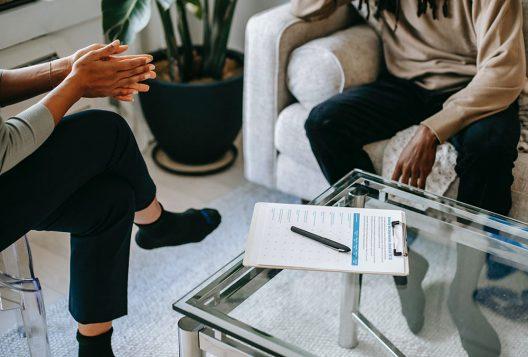 Unrecognizable man talking to female psychologist