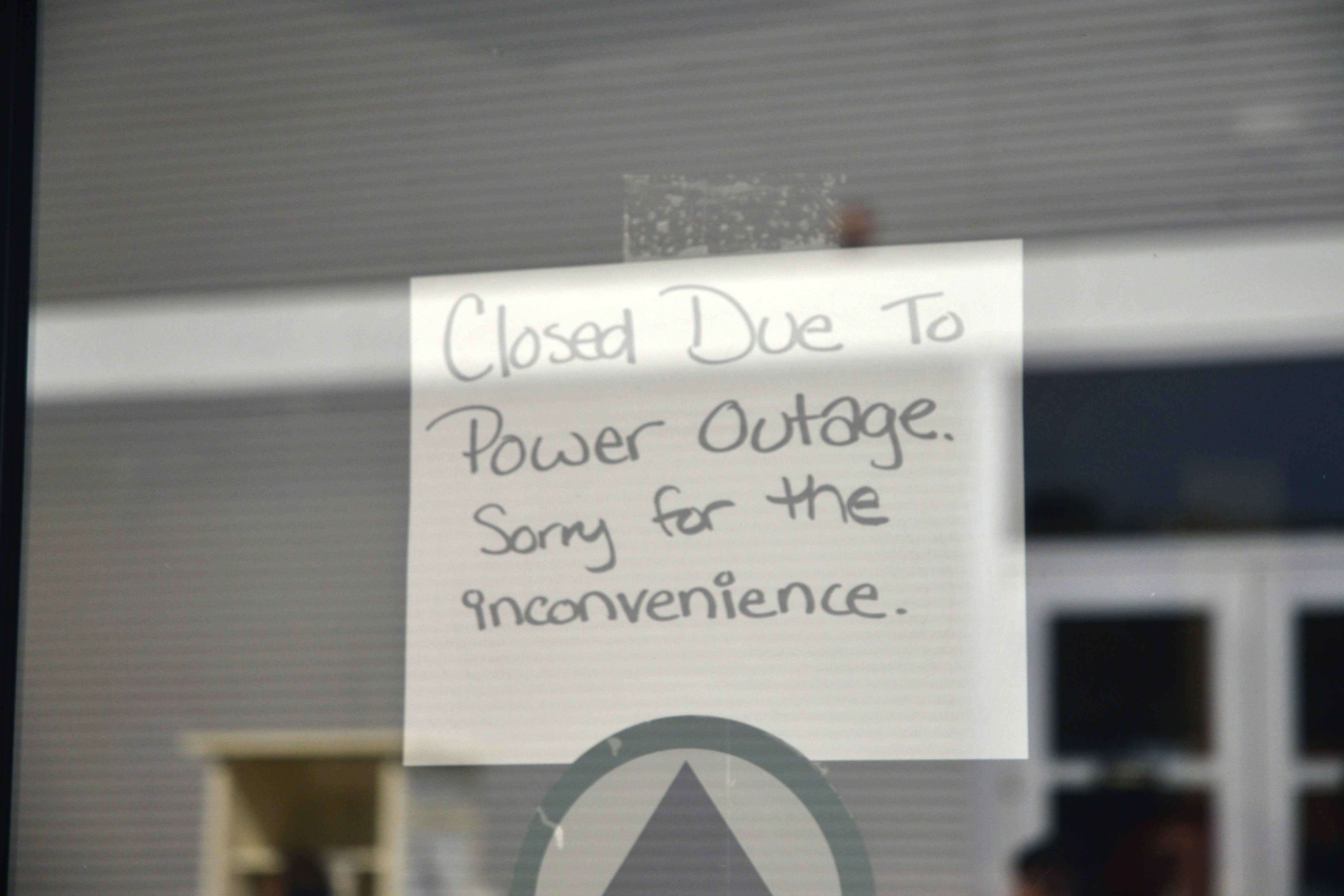 The bookstore closes down due to the power outage at Palomar Nov. 10. Photo: Casey Cousins/The Telescope