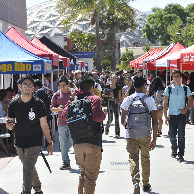 Palomar welcome new and retuning students for the Fall 2016 semester with information, wellness and social group with static displays August 22. Johnny Jones /The Telescope.
