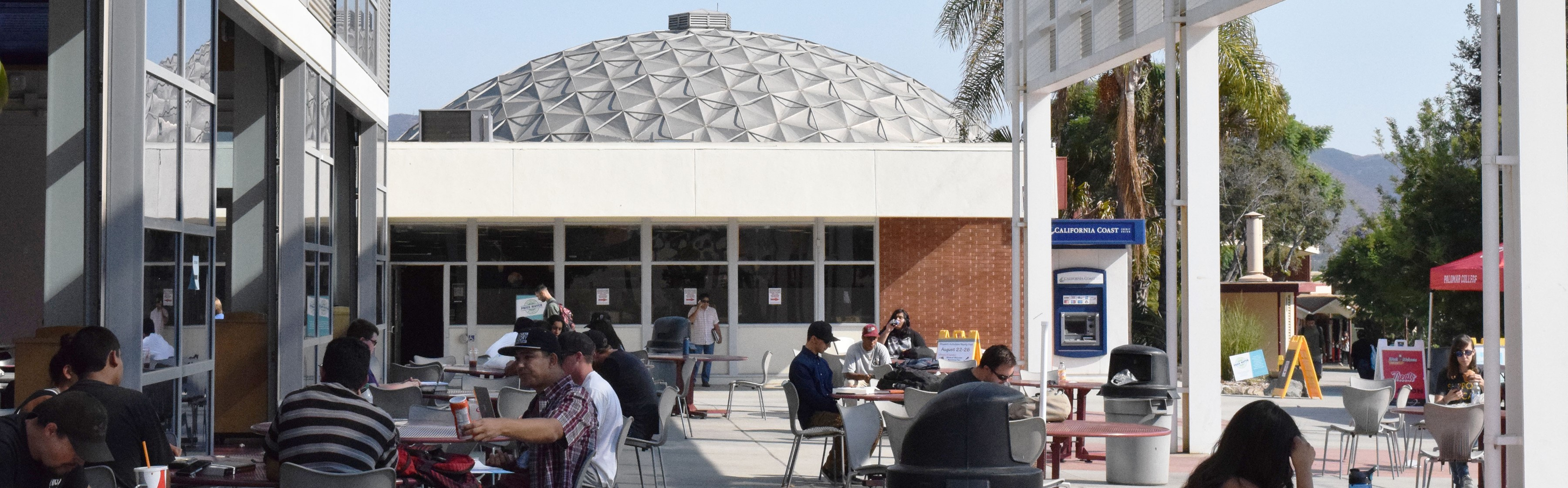 Students study, eat lunch and hang out at the cafeteria. Leila Figueroa The Telescope.