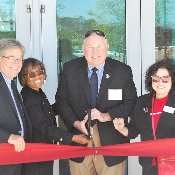 Palomar administration cutting the ribbon of the Rancho Bernardo Education Center. (From left to right) Mark Evilsizer, Joi Lin Blake, Paul McNamara, Nina Deerfield. Linus Smith / The Telescope