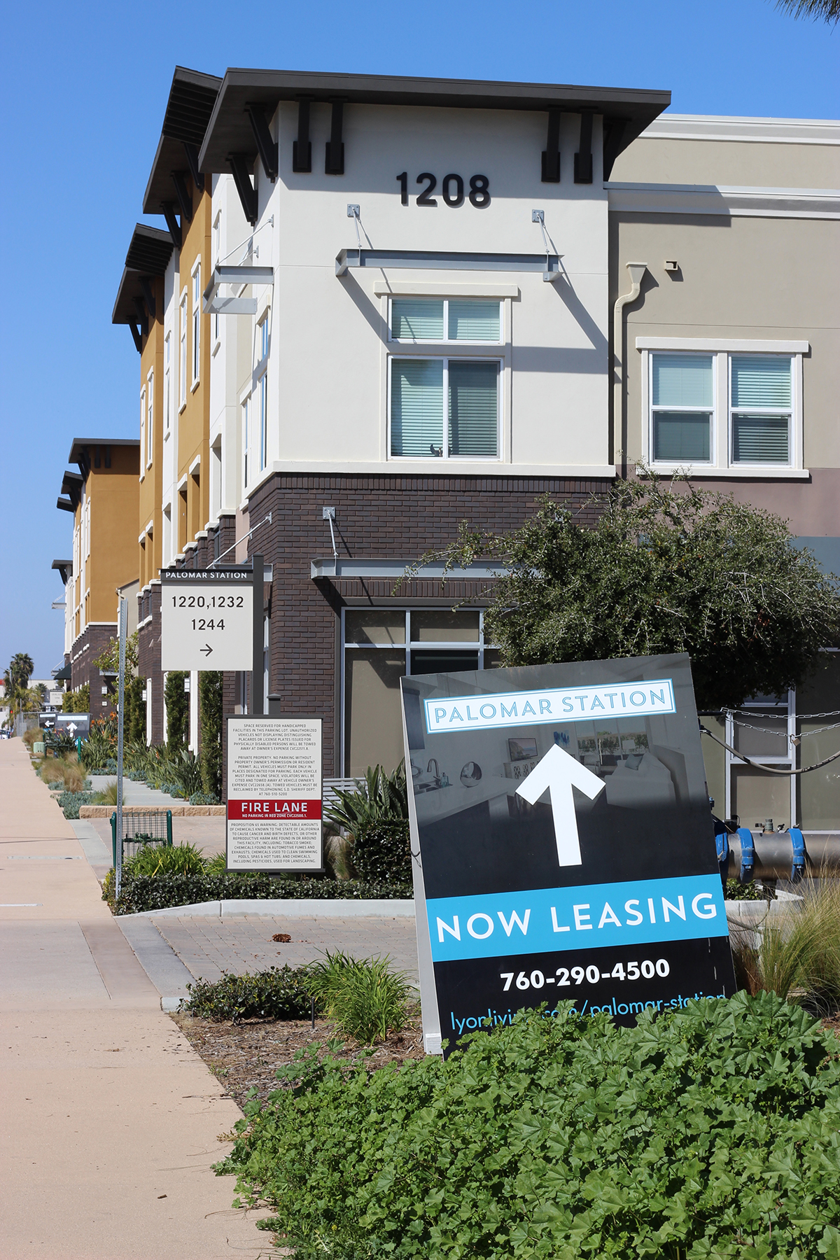 palomar station now leasing sign