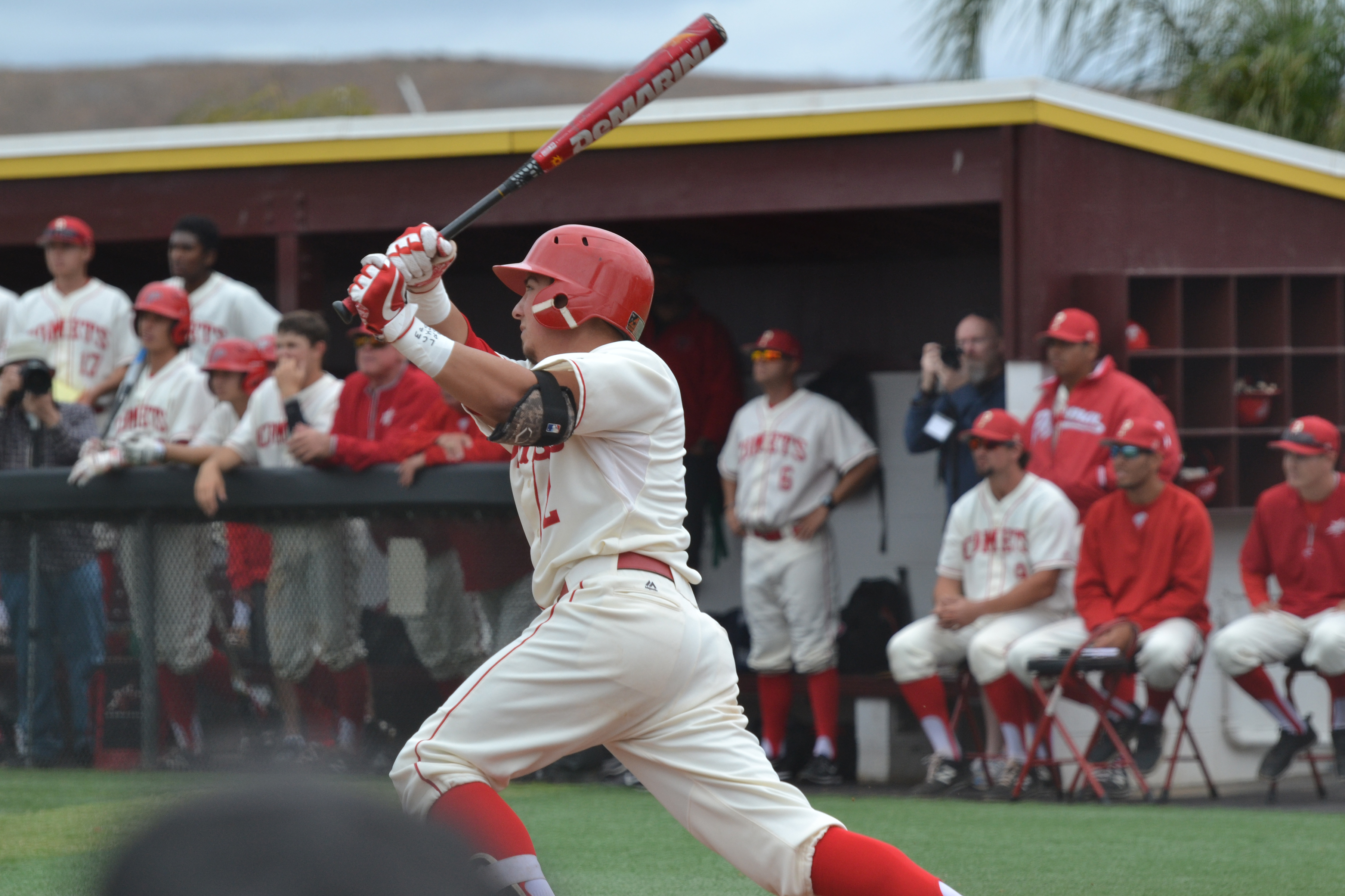 Infeilder Mitchell Moralez batting